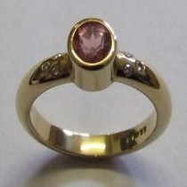 9ct Yellow gold, pink tormaline & diamond ring