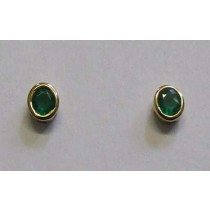 18ct yellow gold, Emerald rub-over stud earrings.