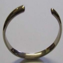 18ct white gold bangle.16-22-003
