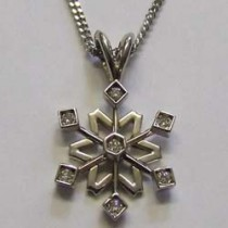 18ct white gold and diamond sowflake pendant.