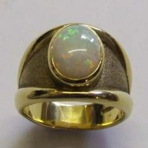18ct yellow and gold opal ring.