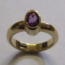 9ct Yellow gold, single stone amethyst ring